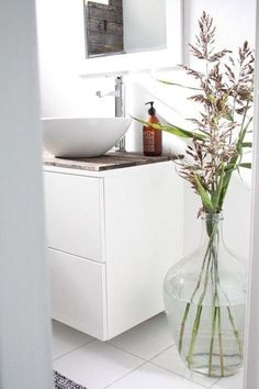White bathroom vanity with drawers and wooden top. LOVE the vase, although it wouldn't last long in our house. White Vanity Bathroom, Laundry In Bathroom, Small Bathroom, Bathroom Flowers, Bad Inspiration, Bathroom Inspiration, Home Interior, Bathroom Interior, Interior Decorating