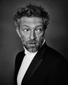 La Photo du Jour ; Vincent Cassel by Max Vadukul @agalerieparis Happy 50th birthday Vincent ! #maxvadukul #Vincentcassel #agalerieparis #birthday #cinéma #actor #portrait #b&w