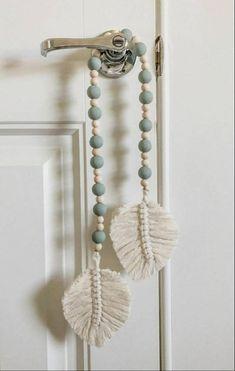 Macrame Wall Hanging Diy, Macrame Art, Macrame Design, Macrame Projects, Macrame Curtain, Macrame Knots, Macrame Bracelets, Macrame Mirror, Loom Bracelets