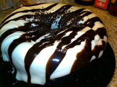 Ebony & Ivory - Chocolate Liqueur*Creme De Cocoa*Godiva Chocolate Liqueur * White Chocolate Liqueur Frosting