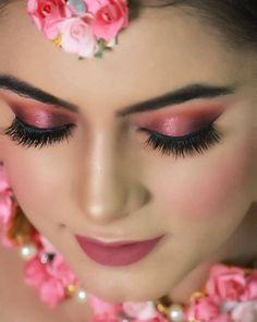 Bridal Makeup Trends for 2019 for a modern bridal look! Bride Eye Makeup, Indian Eye Makeup, Golden Eye Makeup, Wedding Eye Makeup, Indian Wedding Makeup, Best Bridal Makeup, Bridal Makeup Looks, Makeup Eye Looks, Pink Makeup