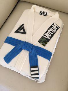 Pastel fondant Jiujitsu kimono Blue belt bjj cake venum