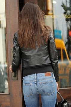 Katie Holmes - Shopping in Tribeca, New York City - Nov 2014 Love Jeans, Sexy Jeans, Jeans Fit, Denim Jeans, Skinny Jeans Style, Super Skinny Jeans, Skinny Pants, Tops For Leggings, Leggings Are Not Pants