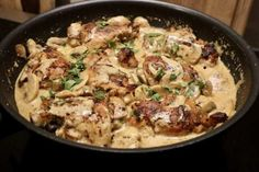 Kippendij in champignon roomsaus - Heerlijke Happen Quick Healthy Meals, Easy Meals, Healthy Recipes, Mushroom Cream Sauces, Mushroom Sauce, Party Punch Recipes, Confort Food, Good Food, Yummy Food
