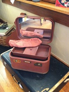 vintage, suitcase, train case, bakelite, antique, DeeDee's