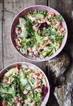 Salat med krebsehaler og perlespelt - Smuk og sund salat - New Ideas Side Recipes, Real Food Recipes, Vegetarian Recipes, Healthy Recipes, Clean Eating, Healthy Eating, Healthy Food, Healthy Lunches For Kids, Appetizer Salads