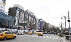 """ANKARA – Bulevardi """"Ataturk"""", i cili u mbyll pas sulmit terrorist që ndodhi të dielën në qendër të Ankarasë, sërish është hapur për qarkullimin, raporton (AA). Pjesët e shkatërruara të…"""