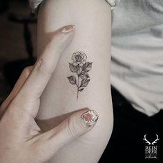 Tiny single blossom via @zihwa_tattooer #zihwa #reindeerink #floral #feminine
