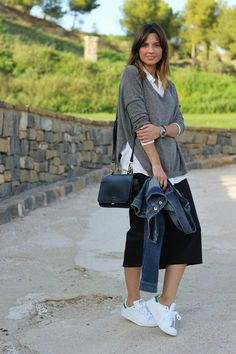 Adidas Stan Smith, Long Pencil Skirt, Chloe, Midi Skirt, Shoulder Bag, Outfits, Casual, Skirts, Fashion