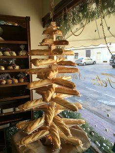 Bakery Interior, Shop Interior Design, Italian Restaurant Decor, Bakery Shop Design, How To Store Bread, Bread Shop, Coffee Shop Bar, Bakery Display, Sweet Coffee