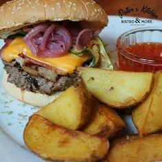 Dacă nu sunteți încă inspirați în combinații posibile ale preparatelor din meniul nostru, vă venim în ajutor cu o idee. #PetersKitchen Hamburger, Ethnic Recipes, Food, Essen, Burgers, Meals, Yemek, Eten