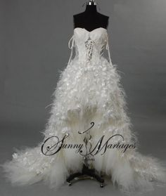 robe de mariee asymetrique longue derriere et courte devant en plume d'autruches 8