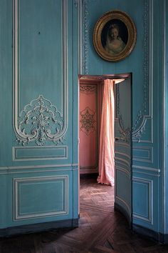 le château de madame | by Le Luxographe Abandoned Homes, Abandoned Castles, Abandoned Places, Old Houses, French Chateau Homes, Colored Door, Southern France, Beautiful Buildings, Beautiful Homes