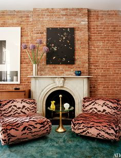 Tour Laure Heriard Dubreuil and Aaron Young& New York City Townhouse Living Room Decor On A Budget, Cozy Living Rooms, Home Decor Bedroom, Aaron Young, Brick Wall Decor, New York City Apartment, Room Paint Colors, Fabric Houses, Architectural Digest