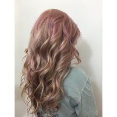 From a buttery blonde balayage to a blonde goddess with some smokey pink accents @pageboyathens #athenshairsalon #pageboysalonathens #pageboyathens #athensga #bleachandtone #wella #blondor #blondehair #blonde #instamatics #pinkdream #smokeypink #diffusedcolor #pinkhair #pink #lacedoeshair #laceyraehair #laceyatpageboy