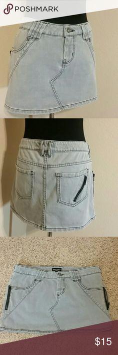 "Womens BEBE Sport Gray Skirt Sz 30 BEBE Sport Gray Skirt with pocket zipper detail. Sz 30, Stretch material Measurements  Waistline: 17"" Bottom Opening: 20"" Waistline to bottom from back middle: 13"" Perfect Condition BEBE Sport  Skirts"