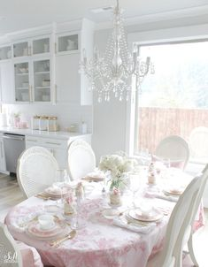 34 Gorgeous Shabby Chic Valentine Kitchen Decor Ideas - Here are a few simple tips that will help you keep your kitchen functional as well as beautiful. Be creative with glass displays. If you have glass pa. Shabby Chic Dining Room, Chic Living Room, Shabby Chic Kitchen, Shabby Chic Homes, Shabby Chic Furniture, Kitchen Decor, Kitchen Design, Dining Rooms, Handmade Furniture
