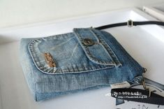 Denim Handbags, Denim Tote Bags, Denim Purse, Reuse Jeans, Jean Purses, Denim Ideas, Denim Crafts, Diy Handbag, Old Jeans