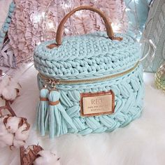 Marvelous Crochet A Shell Stitch Purse Bag Ideas. Wonderful Crochet A Shell Stitch Purse Bag Ideas. Bag Crochet, Crochet Basket Pattern, Crochet Handbags, Crochet Purses, Crochet Home, Yarn Bag, Knitted Bags, Crochet Accessories, Amigurumi