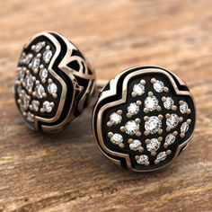 Organic forms combine with stunning effect in these delicate Mirabilis stud earrings featuring the iconic Walt Adler™ pattern.