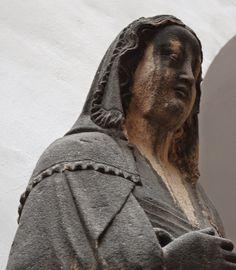 Mary, from Frauenkirche in Nürnberg, ca 1360 Renikas anachronistic adventures: Kruselers - sewn or woven?