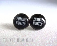 Zombie Hunter Earrings - Zombie Post Earrings - Gunmetal Grey or Bright Silver Setting - Fake Plugs Bellybutton Piercings, Fake Piercing, Ear Piercings, Fake Plugs, Gauges Plugs, Faux Écarteurs, Gucci Jewelry, Jewlery, Expansion