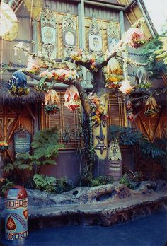 The mighty Tangaroa Tree put on a flamboyant display when Disneyland's Enchanted Tiki Room debuted in the summer of 1963. Note the groovy tiki waste can as well! | Miehana, via Flickr