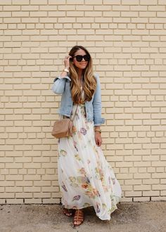 We all want practicality when it comes to style, and this combination of a light blue denim jacket and a white floral maxi dress is a practical example of that. When it comes to footwear, complement your outfit with a pair of brown leather gladiator Maxi Outfits, Spring Outfits, Fashion Outfits, Maxi Dresses, Formal Outfits, Denim Outfits, Look Fashion, Street Fashion, Vestido Maxi Floral