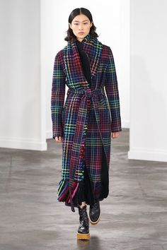 Gabriela Hearst Fall 2019 Ready-to-Wear Fashion Show Collection: See the complete Gabriela Hearst Fall 2019 Ready-to-Wear collection. Look 15 New York Fashion, Runway Fashion, Fashion News, High Fashion, Vogue Fashion, Tartan Mode, Tartan Fashion, New Yorker Mode, New Street Style