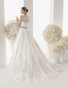 Abito da sposa Modello 003, provalo adesso presso www.magazzinidamico.it la boutique dedicata alla sposa che conta più di 300 modelli differenti.