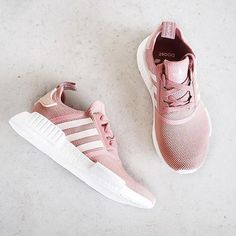 These pink sneakers are all the #MondayMotivation we need! : @fashionablefit