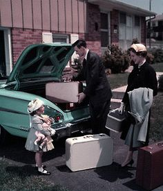 Packing the car for vacation, late 1950s.    I saw so many suitcases like this today! I love them!