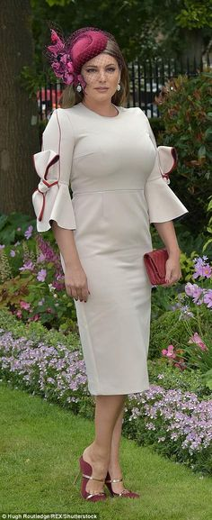 Kelly Brook sheathes hourglass curves in cream dress at Royal Ascot Kelly Brook Style, Kelly Brook Hot, Jeremy Scott Adidas, Charlotte Hawkins, Dame Helen, Royal Ascot, Victoria Dress, Outfits With Hats, African Attire