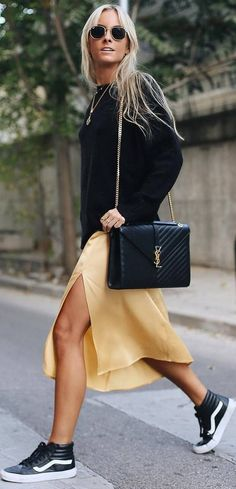 casual fall outfit idea : black sweater + bag + skirt + sneakers