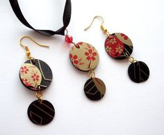 Oriental jewelry upcycled earrings black pendant necklace made of recycled plastic goth jewelry set japanese necklace repurposed earrings Goth Jewelry, Jewelry Art, Vintage Jewelry, Jewelry Design, Vintage Diy, Japanese Jewelry, Oriental, Plastic Earrings, Recycled Jewelry