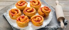 Pizza rolletjes - Leuke recepten Tea Snacks, Party Snacks, Appetizer Recipes, Snack Recipes, Good Food, Yummy Food, Recipe Sites, Tapas, Pie Dessert