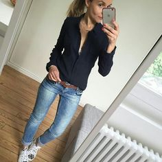 I like the black relaxed top with the jeans. Daily Fashion, Fashion Mode, Love Fashion, Autumn Fashion, Womens Fashion, Mode Outfits, Casual Outfits, Fashion Outfits, Looks Jeans