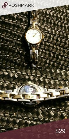 RELIC LADIES BRACELET WATCH W/DATE. GOOD PRE-LOVED Stainless steel and Gold tone. Needs battery! Accessories Watches