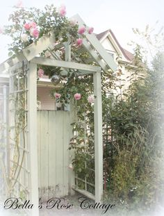 Bellas Rose Cottage: Blue Skies and Pink Roses......