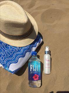 Wellness für unterwegs... Erfrischender, kühlender Spray mit Fiji Water... Beauty Flash, Smart Water, Water Bottle, Wellness, Cosmetics, Agriculture, Beauty Products, Drugstore Makeup