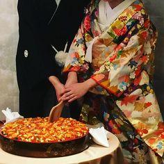 大学のサークル同期の披露宴に行ってきたよー。 新郎側の友人として参加するのは始めてだったから新鮮だった。大学時代あんなに尖ってた彼がゆでたまごみたいにウルウルになってたねー笑 時の流れを感じた。いつまでもお幸せに! あと和婚超かっこよかった!会場もお料理も和!ケーキの代わりにちらし寿司\(^o^)/ #河文 #名古屋 #和婚 #結婚式 #披露宴 #大学時代 #サークル #ちらし寿司