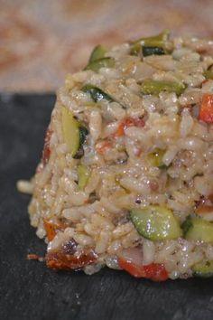 Dans une poêle mettre un peu d'huile d'olive et faire revenir la courgette coupée pendant 5 minutes, retirer et laisser de coté.