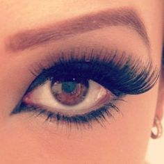 lots of eyelashes<3