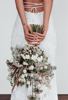 Wedding Bouquets Grace Loves Lace Stunning wedding flowers and dress ❤️ Cascading Wedding Bouquets, Wedding Flower Arrangements, Bride Bouquets, Bridal Flowers, Flower Bouquet Wedding, Wedding Centerpieces, Wedding Decorations, Boho Wedding Flowers, Bouquet Flowers