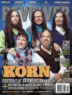 """Korn y su particular """"retrato familiar"""" en la portada de Revolver Magazine"""