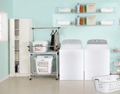 Organiza tu cuarto de lavado con gavetas y repisas
