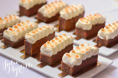 Entremet Coing / Julie Myrtille Desserts Menu, Cupcakes, Biscuits, Occasion Cakes, Baking Recipes, Special Occasion, Wedding Cakes, Cheesecake, Gluten