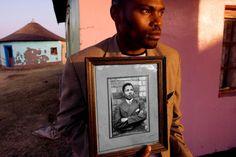 A Tribute to Nelson Mandela by Pulitzer Winner David Turnley Xhosa, First Black President, Best Documentaries, David, Documentary Photographers, Photography Basics, Contemporary Photographers, Human Connection, Nelson Mandela