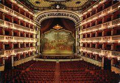 interno del Teatro San Carlo...