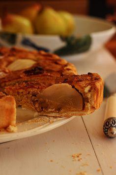 Uma tarte fácil de preparar, com uma textura muito interessante e que cativa pelo sabor deixado pelas especiarias